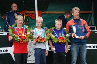 Winnaars Schooljongens, , Mike,Maurits,Jan Sjouke en coach Frans